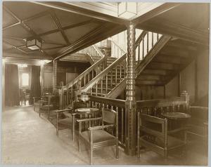 Scheepsinterieur s.s. Simon Bolivar, trappenhuis 1e kl. bij eetsalon