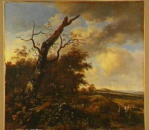Landschap met een kale boom en enkele jagers