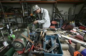 Henk Visch in zijn atelier