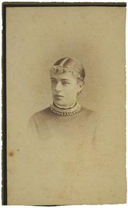 Portret van waarschijnlijk ms. Marie Isabelle Anne Josine Charlotte Huydecoper (1860-1949)