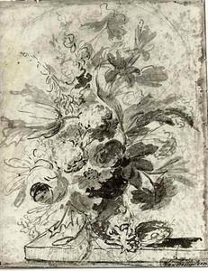 Bloemstilleven in een vaas met een vogelnest op een tafel