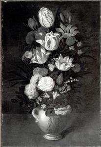 Bloemen in een aardewerken vaas