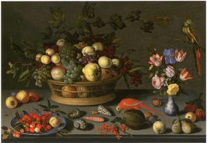 Stilleven met vruchten, schelpen en bloemen met twee papegaaien