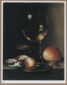 Stilleven met een roemer, brood en oesters