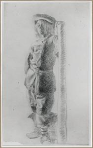 Staande jongeman leunend op een paal