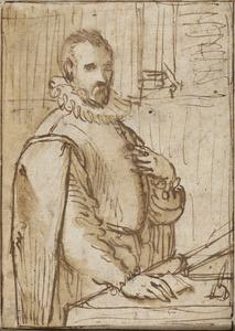 Portret van een man staande aan een schrijftafel