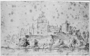 Voor- en rechterzijde van het oude kasteel Vollenhove