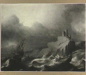 Schepen in een storm voor een rotsachtige kust