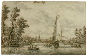 Gezicht op Nieuwersluis aan de rivier de Vecht; in de achtergrond de toren van de Grote Kerk van Loenen aan de Vecht
