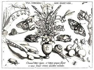 Bloemstilleven in vaas met voorstelling van brandend hart, geflankeerd door kikkers, insecten, bloemen en vruchten
