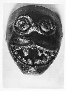 Masker in bezit van P. Ouborg, gefotografeerd door hemzelf