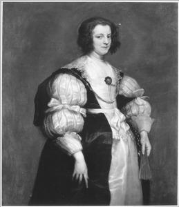 Portret van een vrouw met een gesloten waaier in de hand