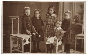 Portret van de kinderen De Vetter en twee andere meisjes