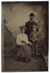 Portret van Octavia Cornelia Susanna Hofstede de Groot (1865-...), Eduard Müller (1860-...) en Cornelius Müller (...-...)