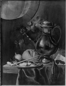 Een stilleven met tinnen kan, een tinnen bord met haring, met vruchten en met rookgerei