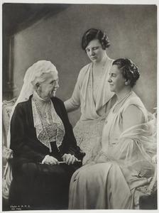 Portret van Emma, Wilhelmina en Juliana