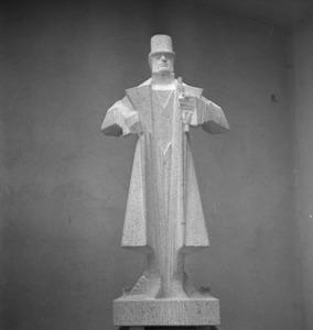 Het atelier van Jan Bronner in de Rijksakademie met het beeld van Nurks, figuur uit de Camera Obscura van Hildebrand