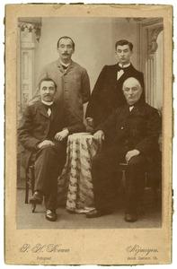 Portret van Johannes Franciscus Reijckers (1831-1914) met drie zoons