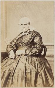 Portret van een vrouw, J.P. Paecke of getrouwd met J.P. Paecke