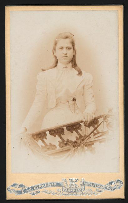 "<a class=""recordlink artists"" href=""/explore/artists/374873"" title=""E. v.d. Kerkhoff (1861-1943)""><span class=""text"">E. v.d. Kerkhoff (1861-1943)</span></a>"