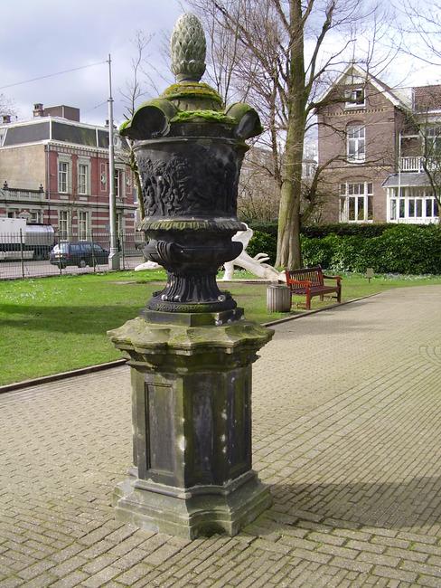 """<a class=""""recordlink artists"""" href=""""/explore/artists/1984"""" title=""""Anoniem""""><span class=""""text"""">Anoniem</span></a> <a class=""""thesaurus"""" href=""""/nl/explore/thesaurus?term=385&domain=PLAATS"""" title=""""Nederland"""" >Nederland</a> laat 17de eeuw, vroeg 18de eeuw"""