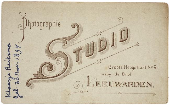 "<a class=""recordlink artists"" href=""/explore/artists/418864"" title=""Photographie Studio (Leeuwarden)""><span class=""text"">Photographie Studio (Leeuwarden)</span></a>"