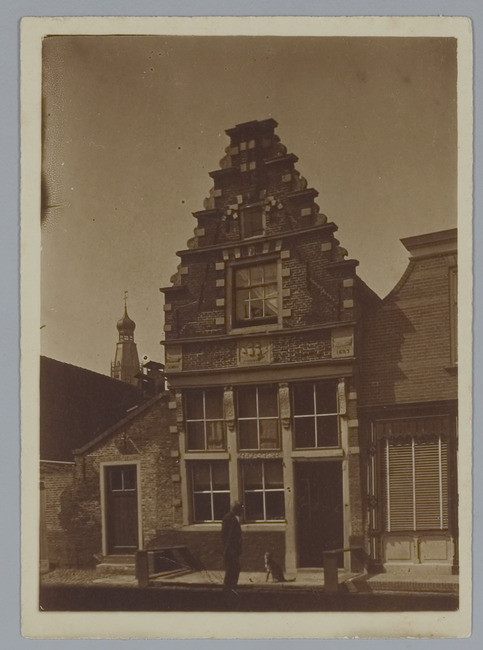 """<a class=""""recordlink artists"""" href=""""/explore/artists/1984"""" title=""""Anoniem""""><span class=""""text"""">Anoniem</span></a> <a class=""""thesaurus"""" href=""""/en/explore/thesaurus?term=385&domain=PLAATS"""" title=""""Nederland"""" >Nederland</a> gedateerd 1911-08-10"""