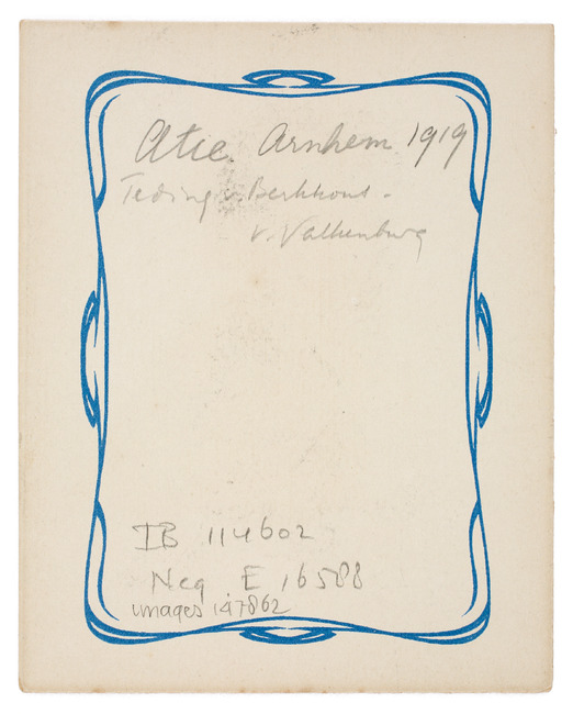 "<a class=""recordlink artists"" href=""/explore/artists/1984"" title=""Anoniem""><span class=""text"">Anoniem</span></a> 1919 gedateerd"