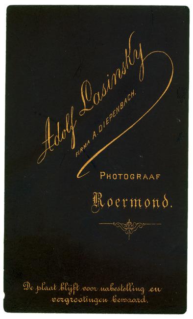 "<a class=""recordlink artists"" href=""/explore/artists/417578"" title=""Adolf Lasinsky (fotograaf)""><span class=""text"">Adolf Lasinsky (fotograaf)</span></a>"