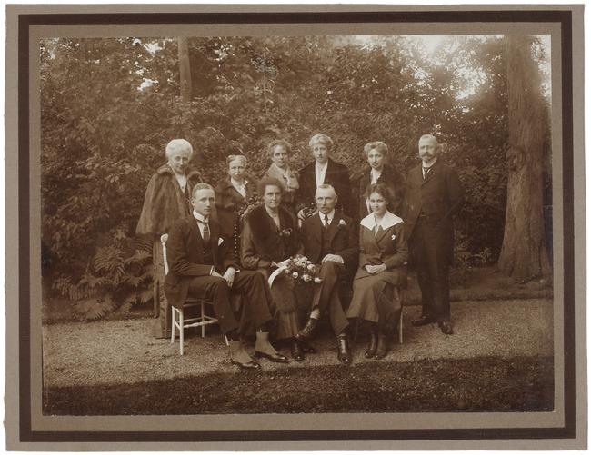 "<a class=""recordlink artists"" href=""/explore/artists/1984"" title=""Anoniem""><span class=""text"">Anoniem</span></a> 11 oktober 1919"